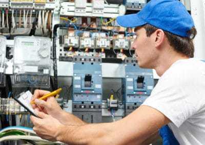 Revízny technik – Elektrikár  (1.200 + odmeny) [KARIÉRA]