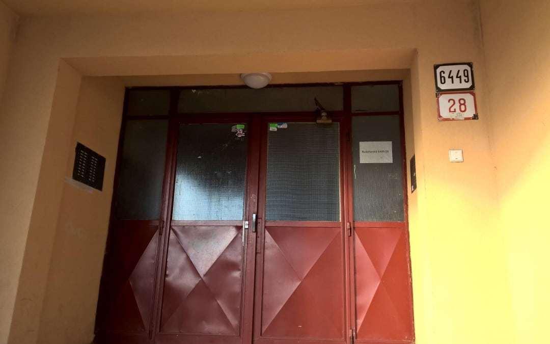 Magnetické zámky pre vchodové dvere – Rudohorská 28, B.Bystrica [REALIZÁCIA]