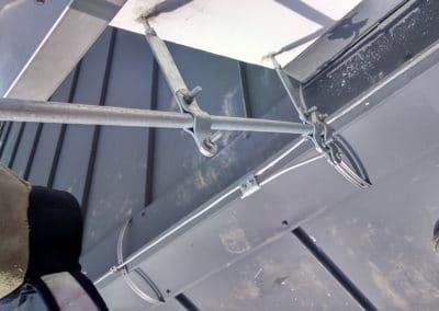 Uchytenie jímacej tyče o komín pomocou podpier