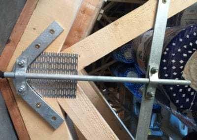 ochrana pred bleskom - mechanické upevnenie jímacej tyče spodným a vrchným držiakom na krov