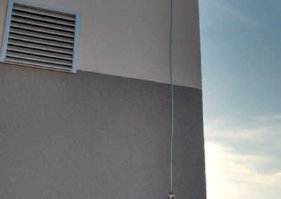 bleskozvod na rodinnom dome Uchytenie bleskozvodovej sústavy  na stene domu
