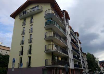 Celkový pohľad na bytový dom s nepriznaným bleskozvodom