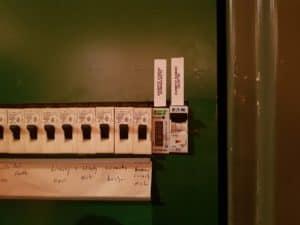 Ohrev strechy, elektromer a istič
