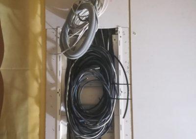 Káble po kontrole sú zviazané aby nedošlo k poškodeniu.