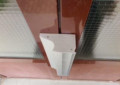 Elektromagnet precízne uzatvorí vstupné dvere