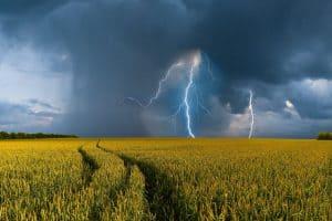 búrka s bleskom