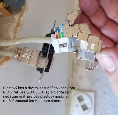 Zasunutý PVC drižiak do konektora RJ45